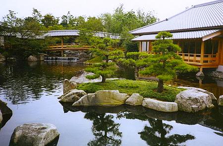 Водный элемент в японском саду в Одессе
