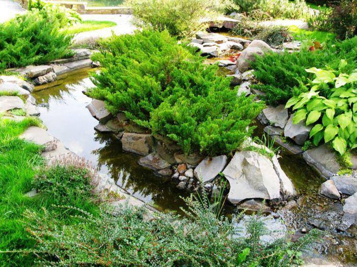 Искусственный ручей на садовом участке в Одессе