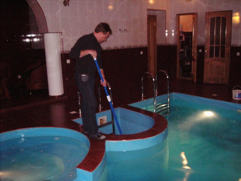 Уход за водой в бассейне в Одессе
