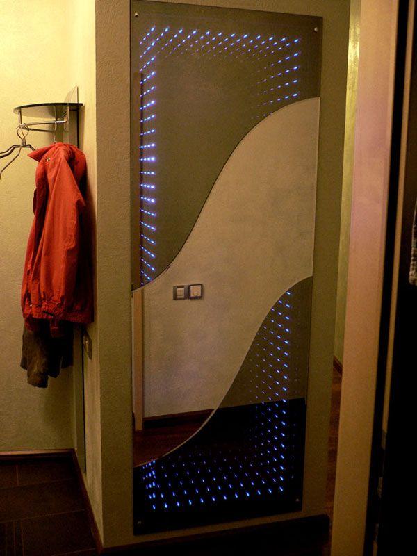 """Дверь-зеркало с эффектом """"бесконечность"""""""