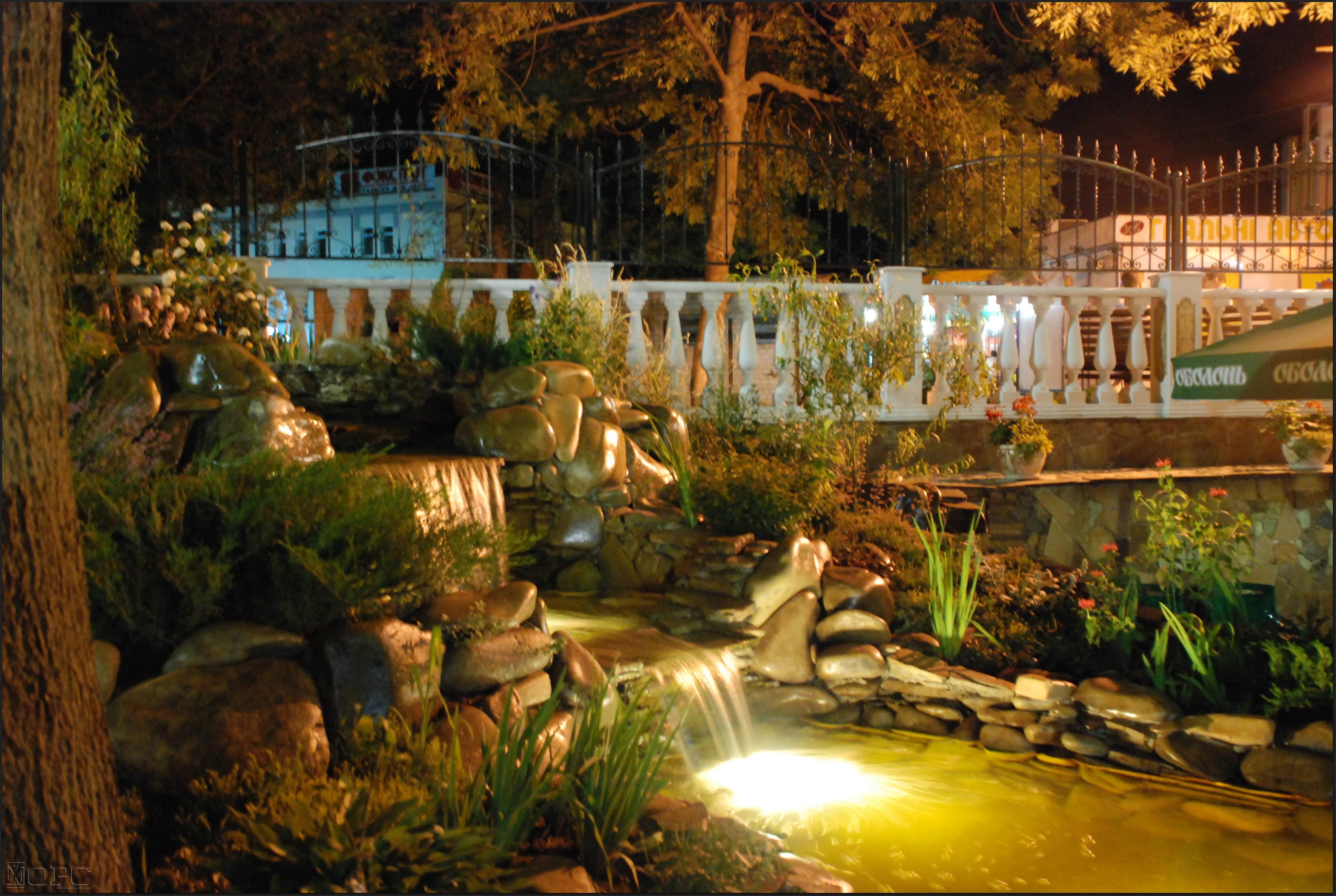 Освещение водоемов на садовом участке в Одессе