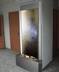 Домашние водопады по стеклу