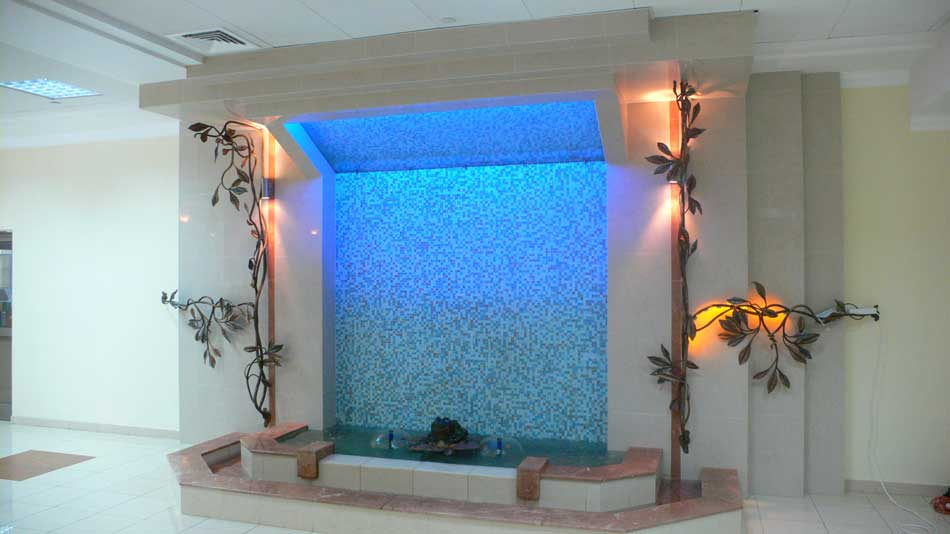 Декоративные комнатные водопады по стеклу в Одессе