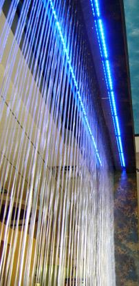 Капельные водопады в дизайне интерьеров