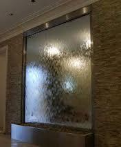 Водопады по стеклу в интерьерном дизайне