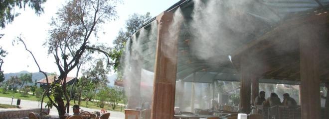 Охлаждение летних кафе искусственным туманом